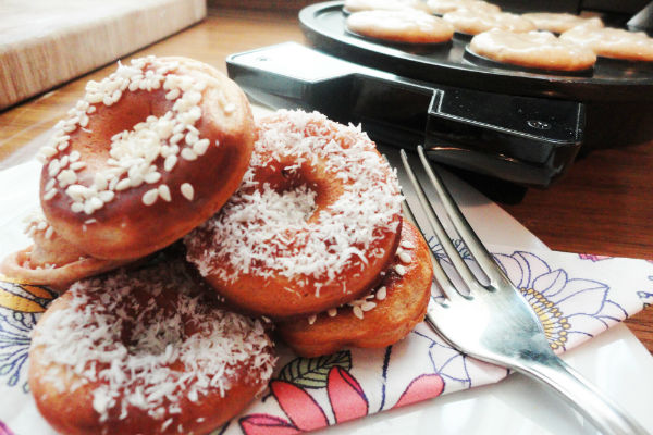Celozrnné mini donuts s kokosom a sezamom