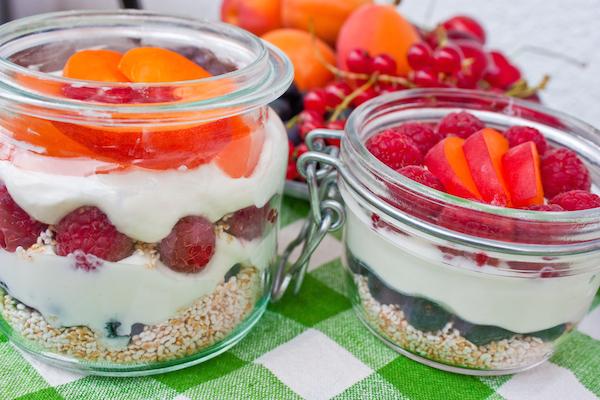 Tvarohový dezert s quinoou a ovocím
