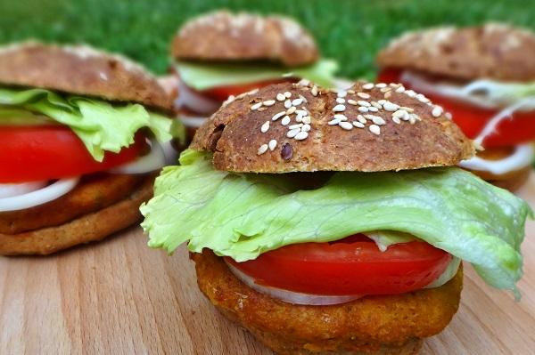 Veggie burger s cícerovou plackou